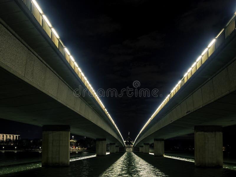 Widok nocny mostów na Avenue Commonwealth od spodu zdjęcia stock