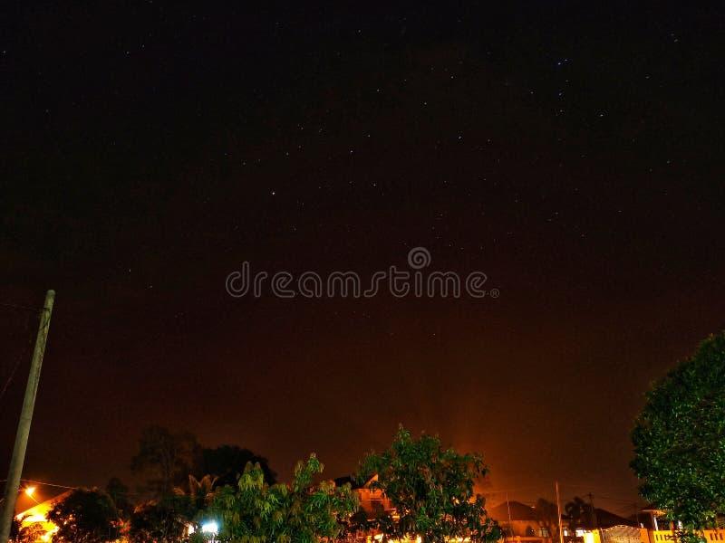 Widok nocnych nieb withs udział kopii przestrzeń zdjęcie royalty free
