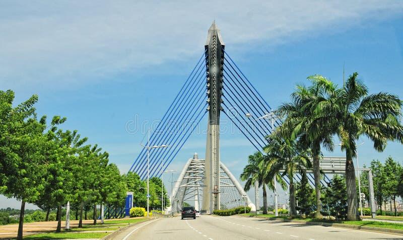Widok nowożytny kablowy brigde w Putrajaya, Malezja obraz royalty free