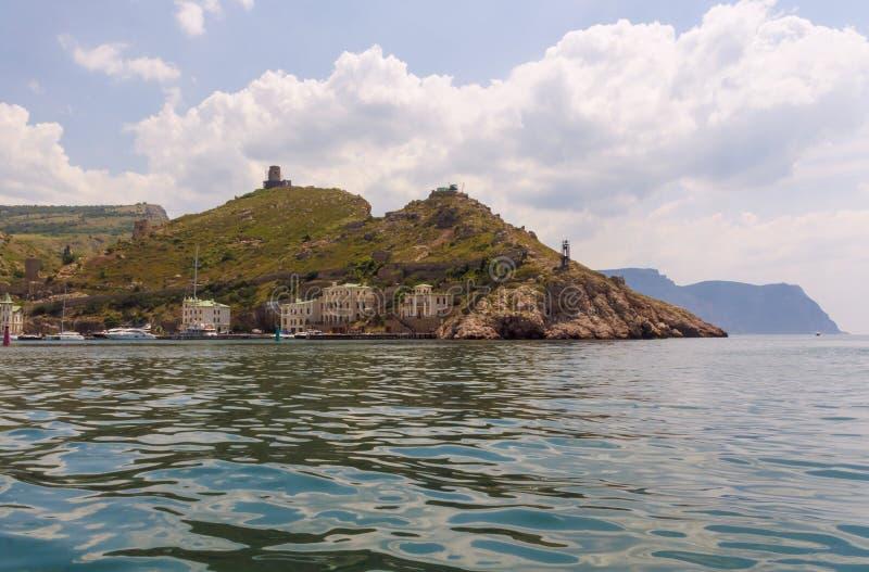 Widok od łodzi na Balaclava zatoce i górach wokoło go, Zachodni Crimea obraz royalty free