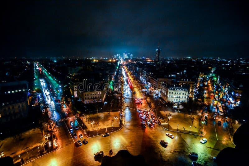 widok od łuku De Triomphe przy nocą, fotografia wizerunek Piękny panoramiczny widok Paryski Wielkomiejski miasto zdjęcia royalty free