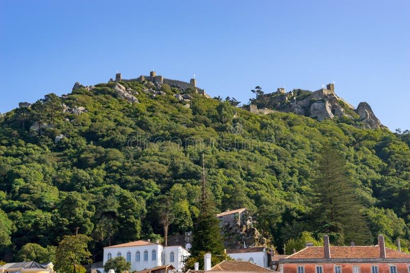 Widok od śródmieścia Sintra średniowieczny kasztel muczenie zdjęcie royalty free