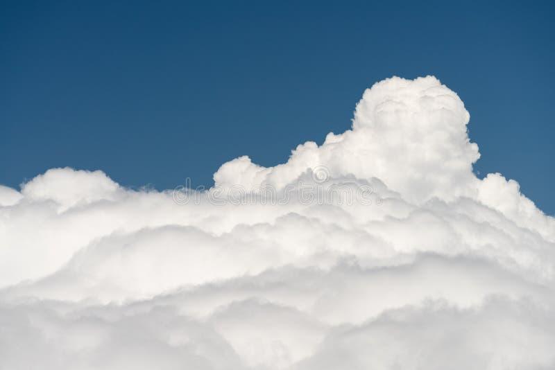 Widok od above chmur od góra wierzchołka zdjęcia stock