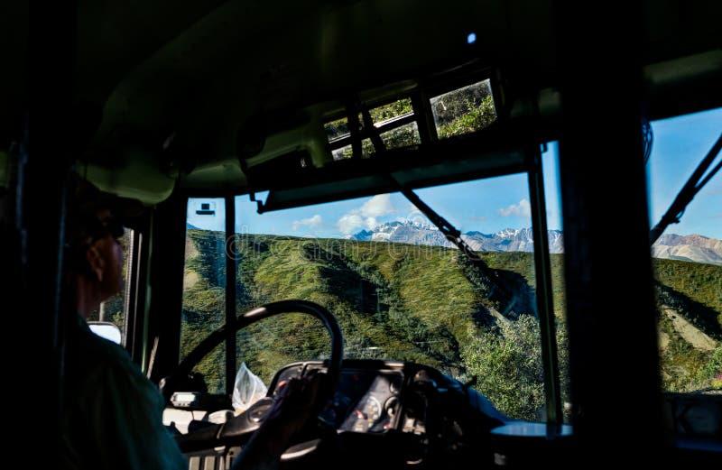 Widok od Autobusowego jeżdżenia przez Denali parka narodowego w Alaska obraz royalty free