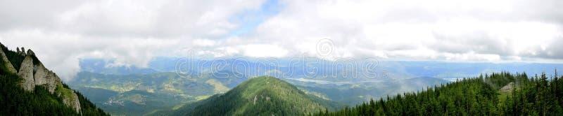 Download Widok Od Ceahlau Montains Nad Doliną Obraz Stock - Obraz złożonej z czystość, szczyt: 57664393