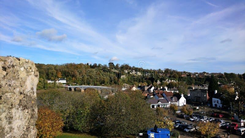 Widok od Chepstow kasztelu pokazuje otaczającego miasteczko obrazy royalty free