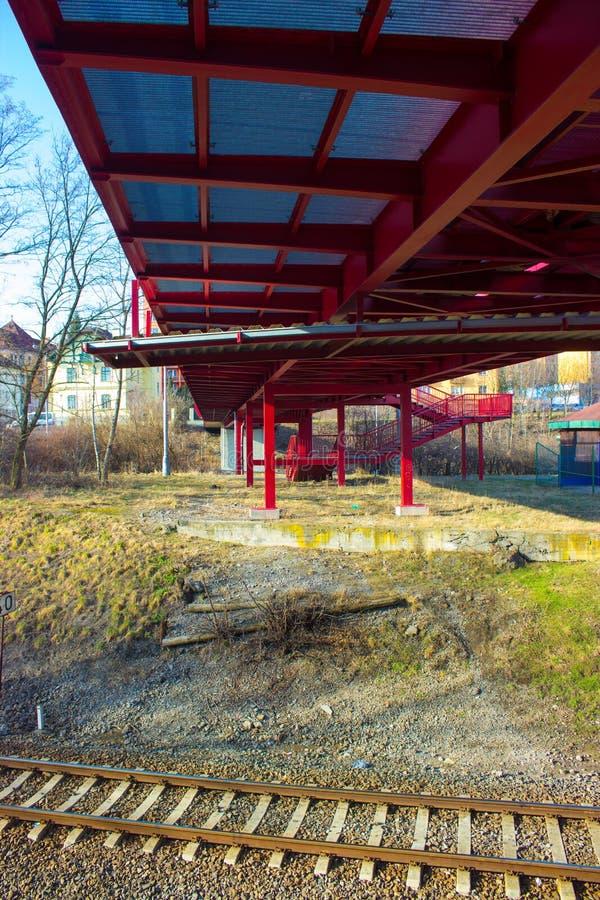 Widok od dna kruszcowy czerwień most zdjęcie royalty free