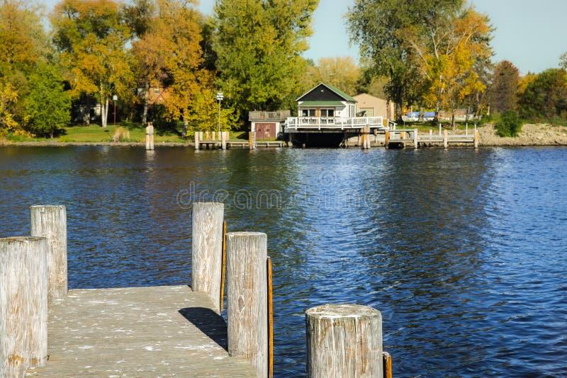 Widok od doku Patrzeje Przez rzekę fotografia royalty free
