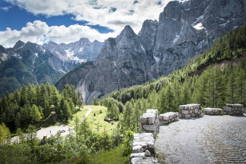 Widok od drogi VrÅ ¡ iÄ  przepustka w Juliańskich Alps zdjęcia stock