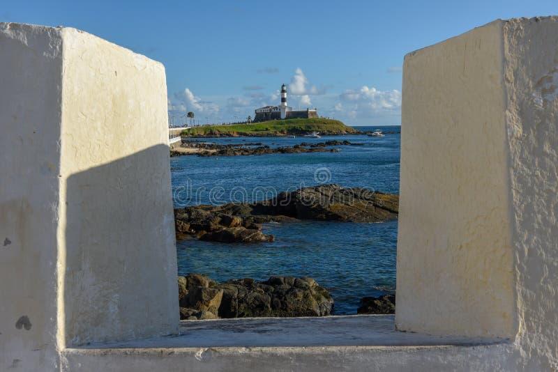 Widok od fortu Santa Maria Barra latarnia morska w Salvador Bahia, Brazylia zdjęcia stock