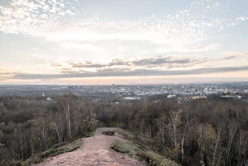 Widok od Hali Ema wzgórza nad Ostrava miasto w republika czech podczas jesień zmierzchu zdjęcie royalty free