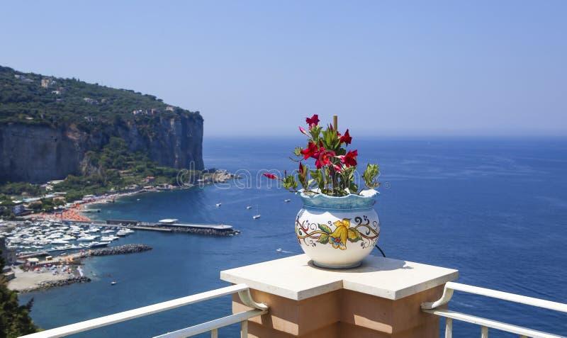 Widok od hotelu Amalfi wybrzeże blisko Vico Equense zdjęcie royalty free