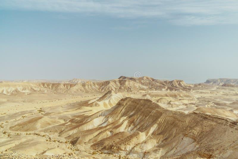 Widok od jaru na krajobrazie sucha pustynia w Izrael obrazy stock
