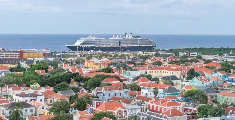 Widok od Julianna mosta - crusie statek zdjęcia royalty free