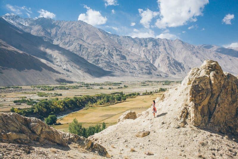 Widok od Khaakha fortecy Piękna sceneria wzdłuż wycieczki samochodowej na Wakhan dolinie, Pamir autostrada, Tajikis obraz stock