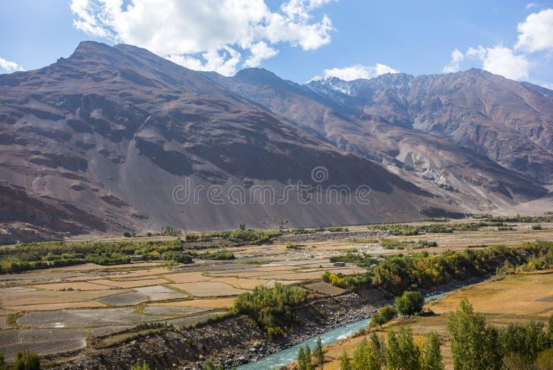 Widok od Khaakha fortecy Piękna sceneria wzdłuż wycieczki samochodowej na Wakhan dolinie, Pamir autostrada, Tajikis obrazy royalty free