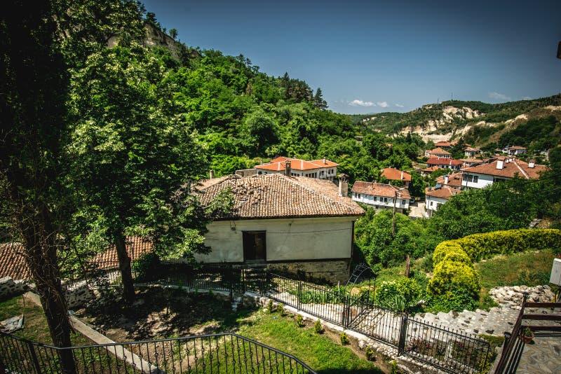 Widok od małego miasteczka w Bułgaria Melnik fotografia royalty free