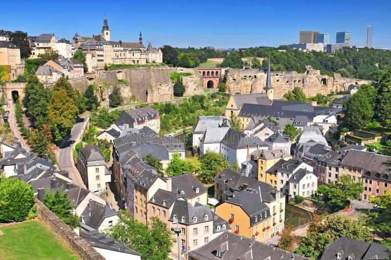 Widok od miast ramparts zestrzela plateau Du Rham & Grund tereny Luksemburg miasto Uroczysty Duchy Luksemburg zdjęcia stock