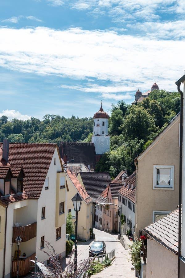 Widok od miasta Harburg kośćiół protestancki St Barbara i kasztel, Swabia, Bavaria, Niemcy obraz stock