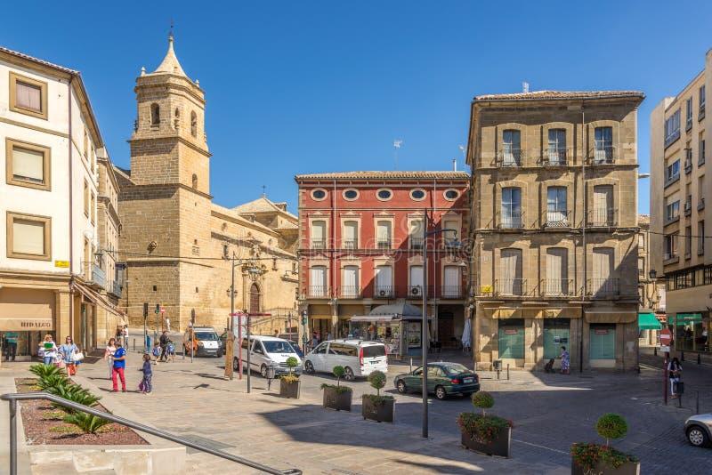 Widok od miejsca Andalusia przy Świętej trójcy kościół w Ubeda, Hiszpania - obrazy stock