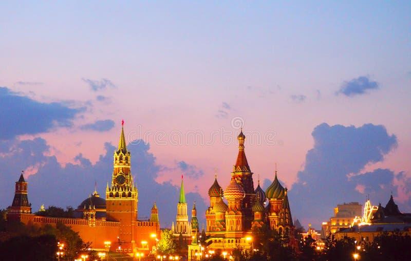 Widok od mosta Kremlin, katedralna świątynia rzeka i Moskwa Chrystus wybawiciela, Moskwa, Panorama przy zmierzchem, Moskwa, Rosja obrazy royalty free
