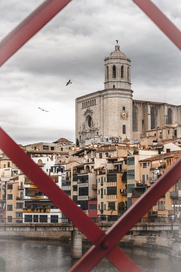 Widok od mosta przy katedrą Girona obrazy royalty free