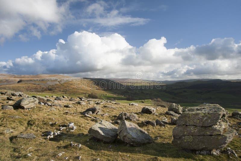 Widok od Norber eratyków w Yorkshire dolin park narodowy puszku obraz royalty free