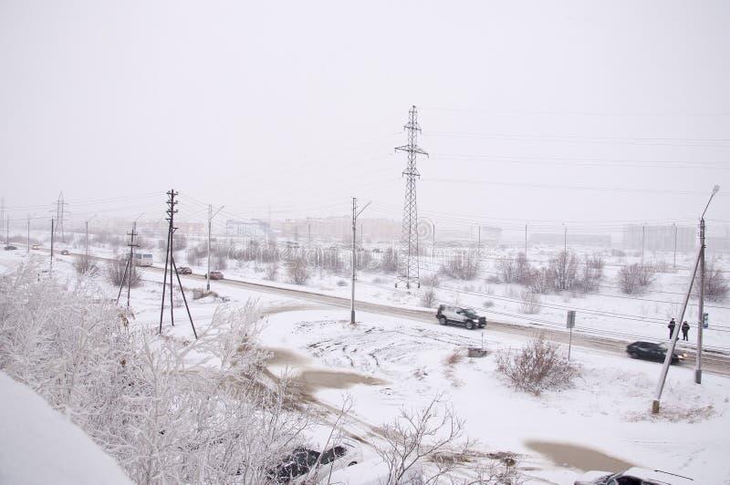 Widok od okno industial ulica w zima frosry ranku północ obraz stock