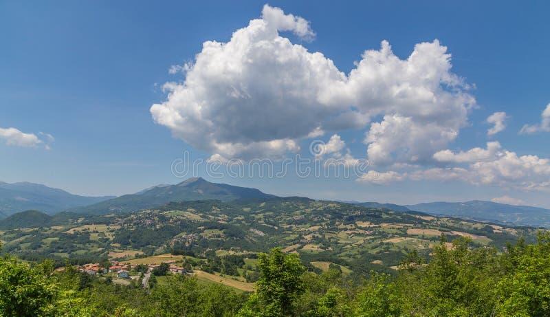 Widok od Pietra Di Bismantova Emilia Romagna Włochy obrazy stock