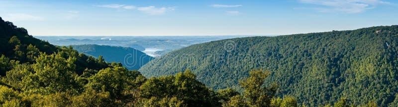 Widok od Przegapia w węża wzgórzu WMA w WV zdjęcia stock