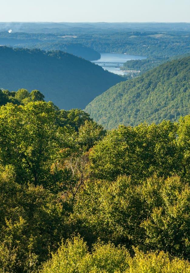 Widok od Przegapia w węża wzgórzu WMA w WV fotografia royalty free
