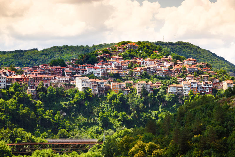 Widok od starego miasteczka Veliko Tarnovo, Bułgaria zdjęcia stock