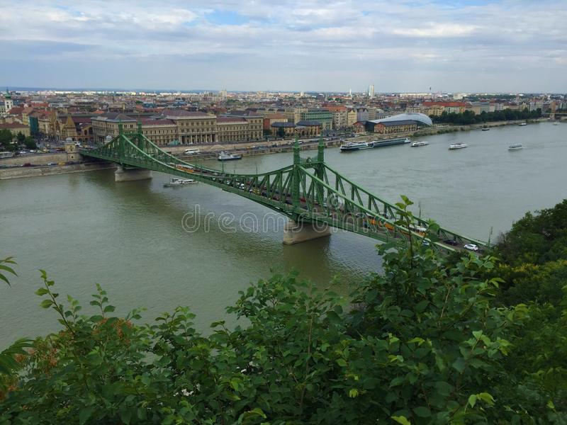 Widok od szczytu Budy strona Budapest, Elisabeth most - zdjęcie stock