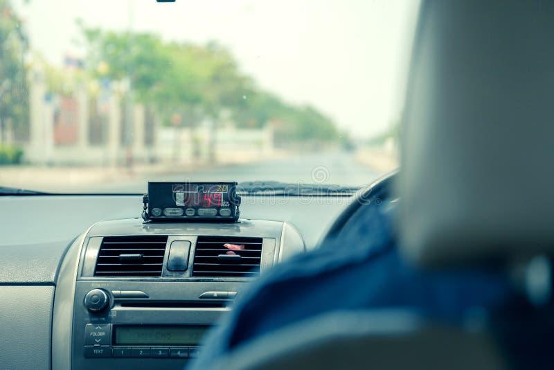 Widok od taksówki z metrowym pokazem w Tajlandia zdjęcia stock
