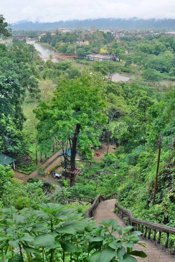 Widok od Tham Jang jamy Vang Vieng Laos zdjęcie stock