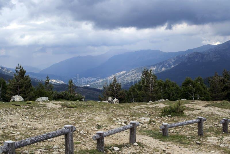 Widok od turystycznego lądowania na drodze w głębie lądu wyspa Corsica zdjęcia stock