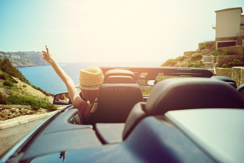 Widok od tyły gestykuluje od samochodu kierowca obrazy royalty free