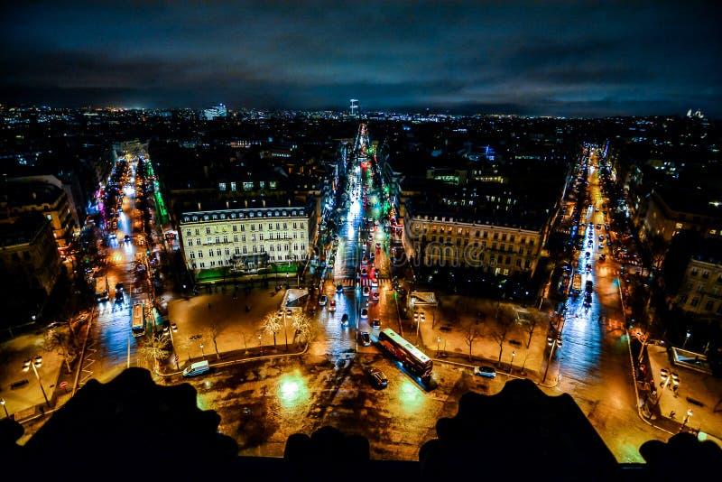 widok od ?uku De Triomphe przy noc?, fotografia wizerunek Pi?kny panoramiczny widok Paryski Wielkomiejski miasto obrazy royalty free