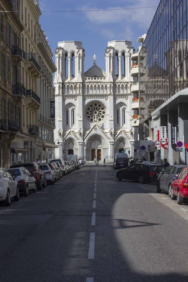 Widok od ulicy historyczna Notre-Dame De Ładny fotografia royalty free