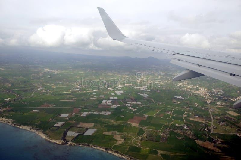 Widok od wierzchołka seacoast w lato sezonie od naddźwiękowego samolotu latania nad morze w niebie fotografia stock