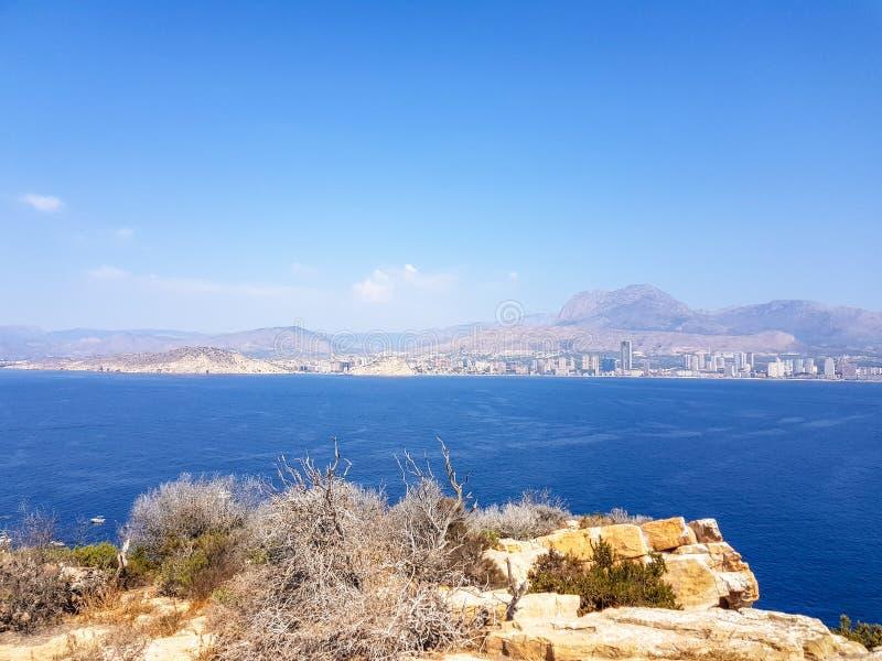 Widok od wyspy Benidorm, Hiszpania Wizerunek widok z wszystkie morzem ?r?dziemnomorskim pla?e i linia horyzontu z g?ry i zdjęcie royalty free