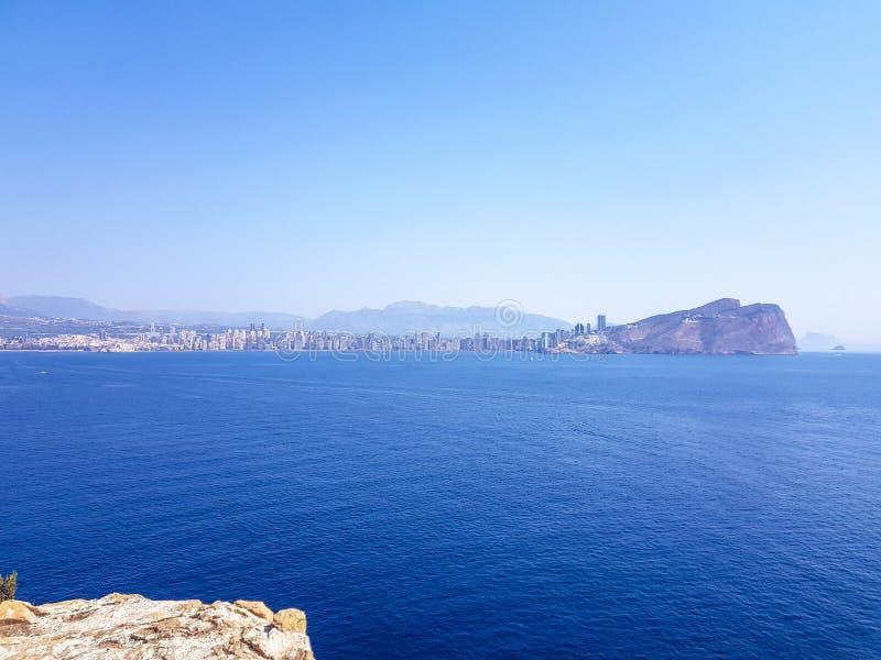 Widok od wyspy Benidorm, Hiszpania Wizerunek widok z wszystkie morzem ?r?dziemnomorskim pla?e i linia horyzontu z g?ry i obrazy royalty free