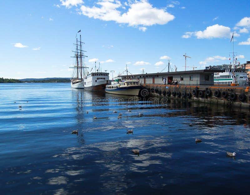 Widok odbija na morzu Oslo schronienie zdjęcia royalty free