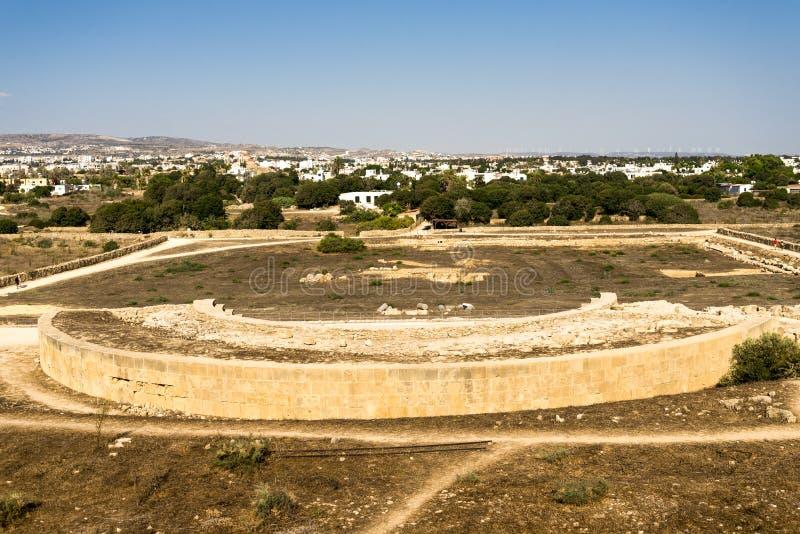Widok Odeon amphitheatre od wzgórza w Paphos Archeologicznym parku, Cypr fotografia stock