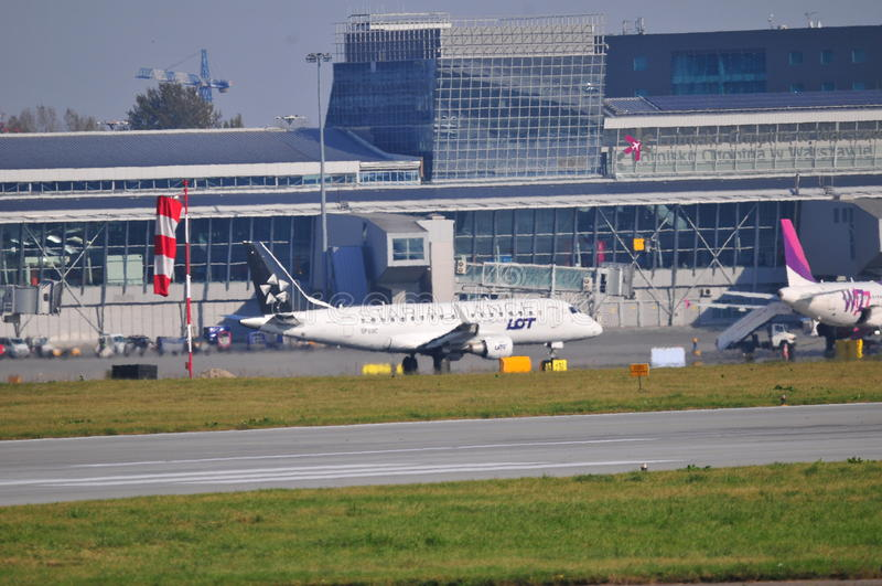 Widok Okecie lotnisko w Warszawa obraz stock