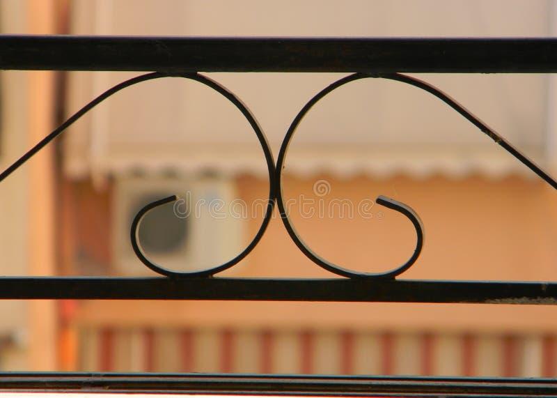 Widok okoliczni mieszkania przez balkonowych poręczy fotografia stock