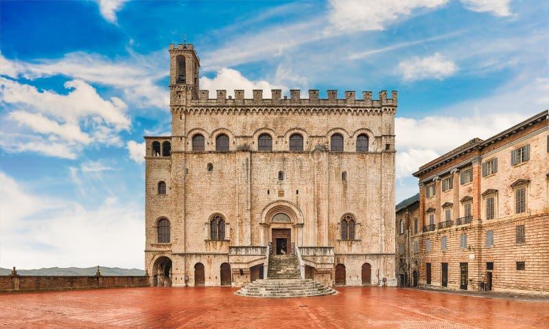 Widok Palazzo dei Consoli, średniowieczny budynek w Gubbio, Włochy zdjęcia stock