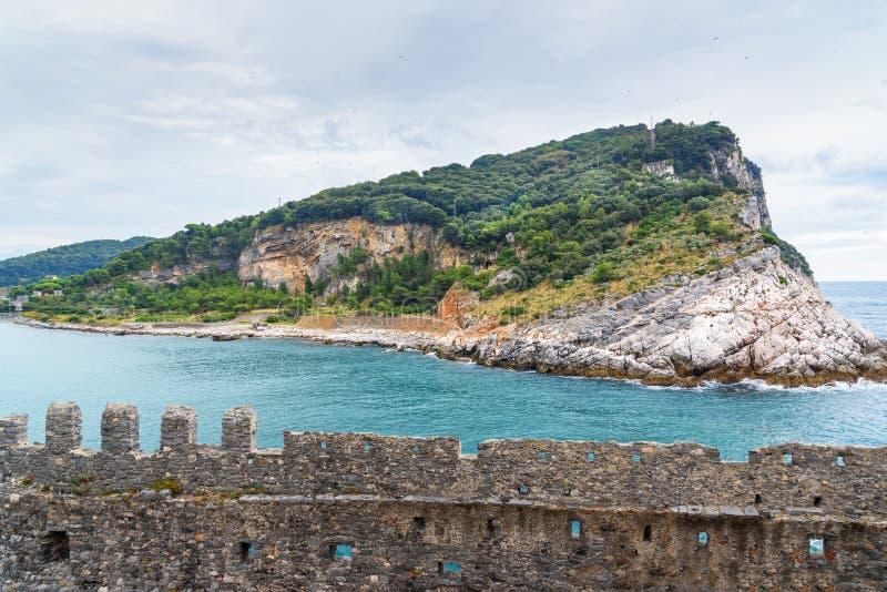 Widok Palmaria wyspa Portovenere lub Porto Venere miasteczko na Liguryjskim brzegowym Włochy zdjęcia stock