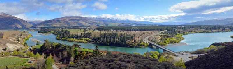 Widok panoramiczny rzeki Kawarau, Otago, Nowa Zelandia zdjęcie stock