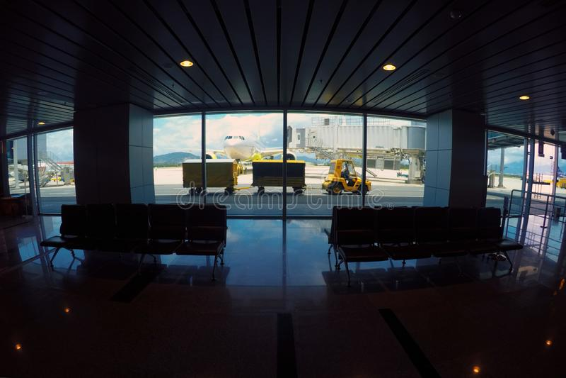 Widok pasażery z wewnątrz budynku da nang lotnisko obrazy royalty free